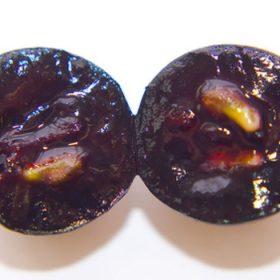 Uva de Garnacha tintorera cortada transversalmente