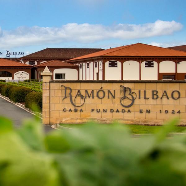 Entrada a la bodega Ramon Bilbao