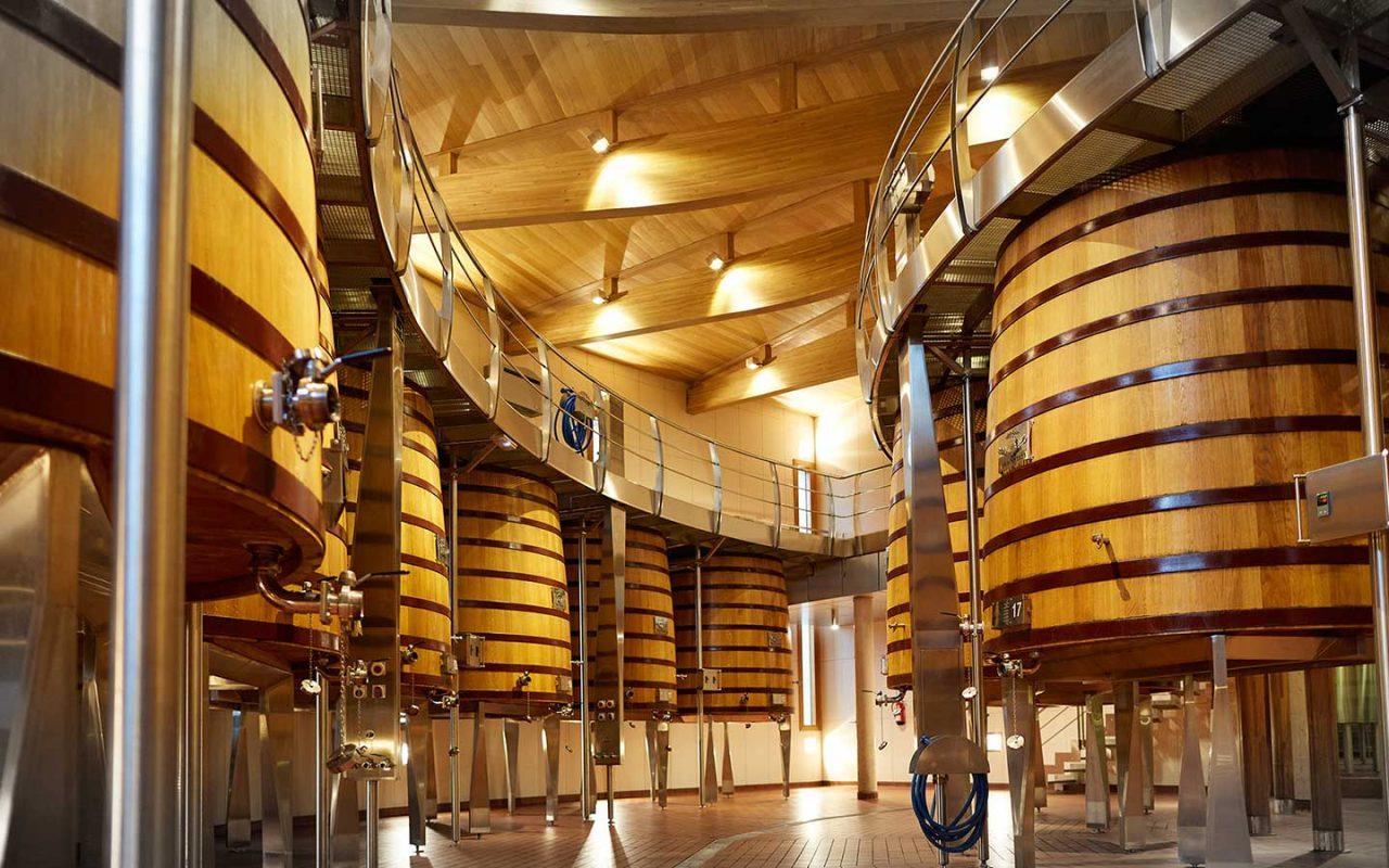 Interior de las Bodega Vega Sicilia. Fudres de elaboración de vino
